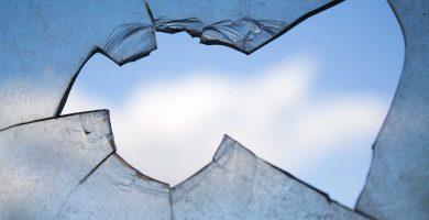 Significado de soñar con vidrio y vidrio roto